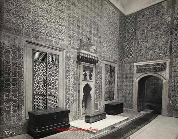 Interieur du Palais Topkapi avec 3 coffres 3747. 1890s