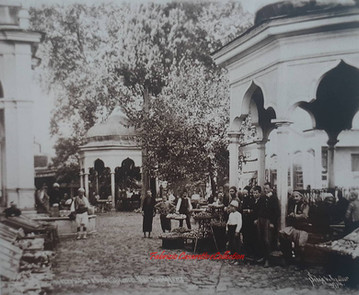 Peuple se preparant a la priere a Oulou Djami et marche de fruits. 1890s