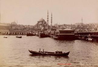 Vue de la Douane de Stamboul de la Mosquee Valide et du pont 582. 1903
