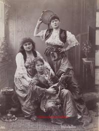 Trois femmes jouant de la musique 656. 1880s