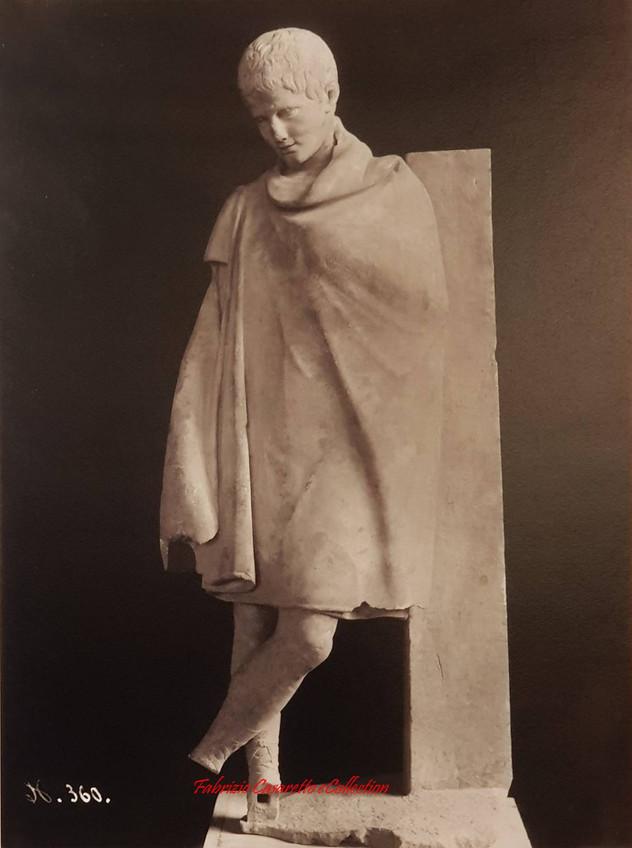 Statue d'un jeune Romain 360. 1900s