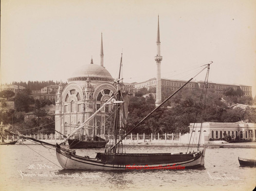 Mosquee Valide a Dolma Bagtche, Bosphore 344. 1890s