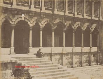 Fontaine des ablutions et entree de la mosquee Nouri Osmanie 169. 1890s
