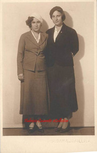 Deux jeunes soeurs. 1910s