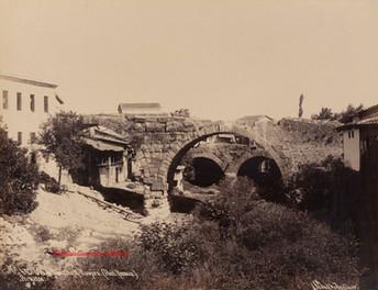 Vue de Mouslouk Keupru (Pont Romain). Pergame 44. 1890