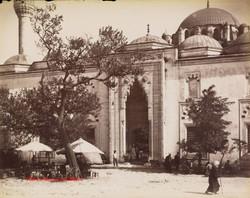 Porte principale de la Mosquee du Sultan Ahmed 134. 1890s