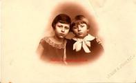 Deux soeurs. 1910s