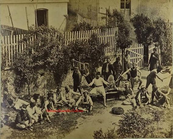 Les lutteurs en preparation. 1890s
