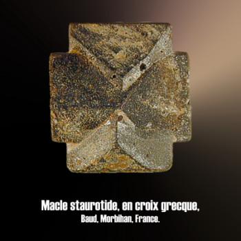 Staurolite macle en croix greque 90°.