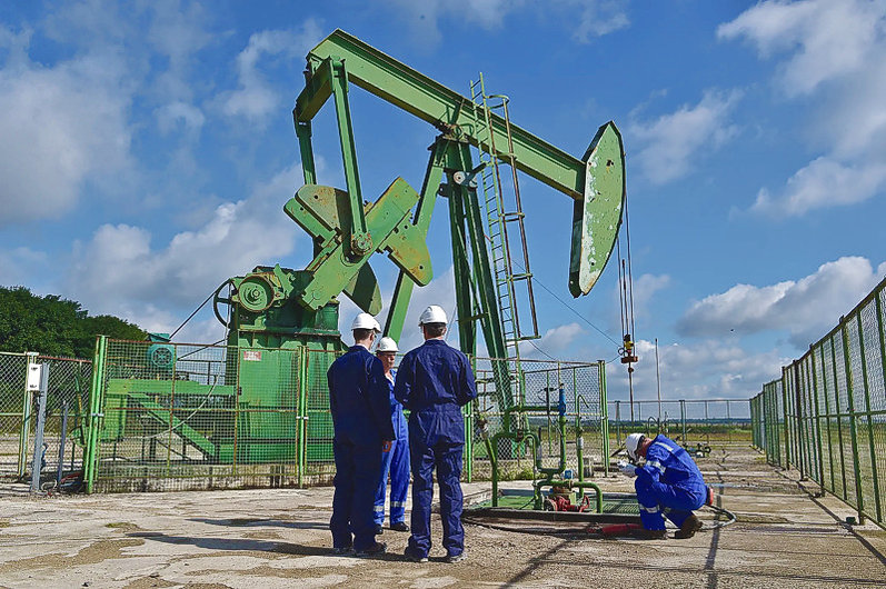 Exploitation du pétrole à Andrezel, près de Paris, France.