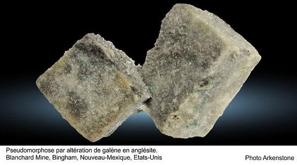 Pseudomorphose par altération de galène en anglésite