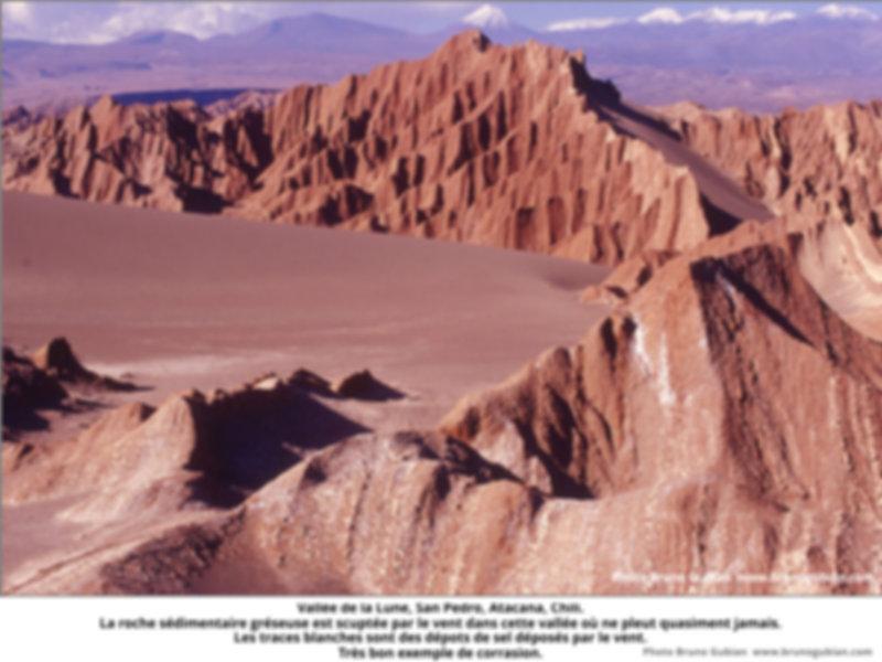 Erosion éolienne de sédiments gréseux, vallée de la Lune, Atacama, Chili.