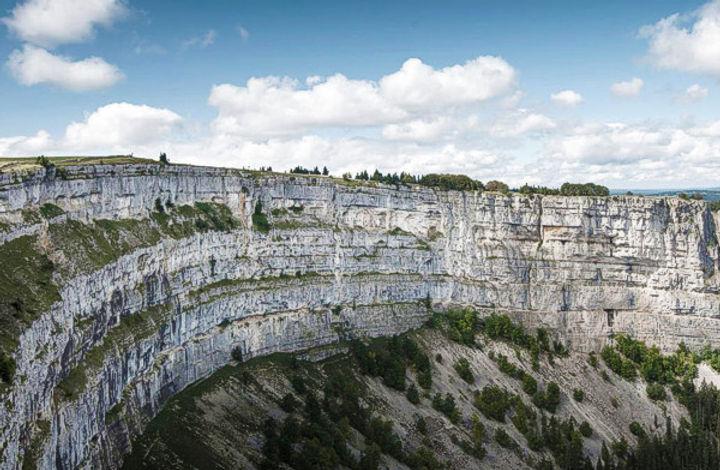 Falaises du Creux du vent, Jura suisse.