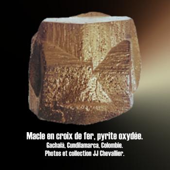 Pyrite macle en croix de fer.