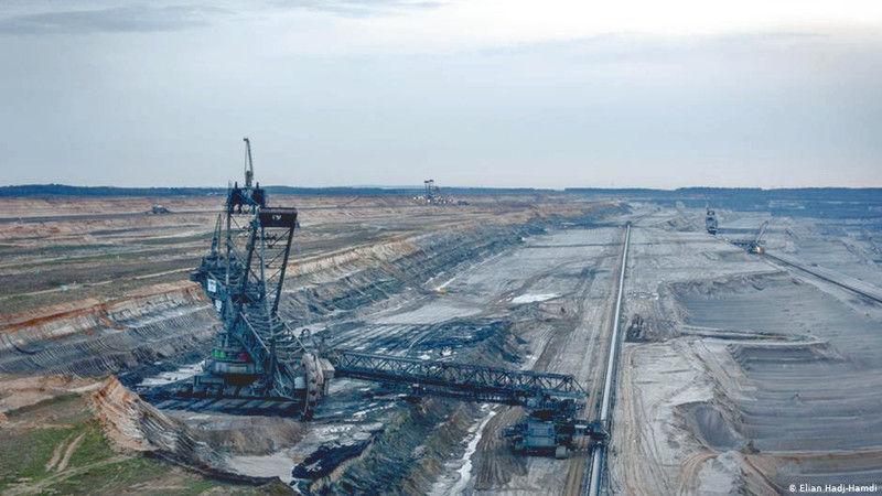 Hambach exploitation du charbon en Allemagne.