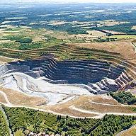 Mine d or à ciel ouvert Salsigne France.jpg