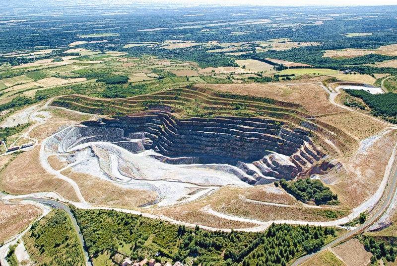 Mine d'or à ciel ouvert Salsigne France.