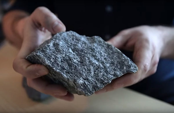 un échantillon de granite daté de 4.2 milliards d'années