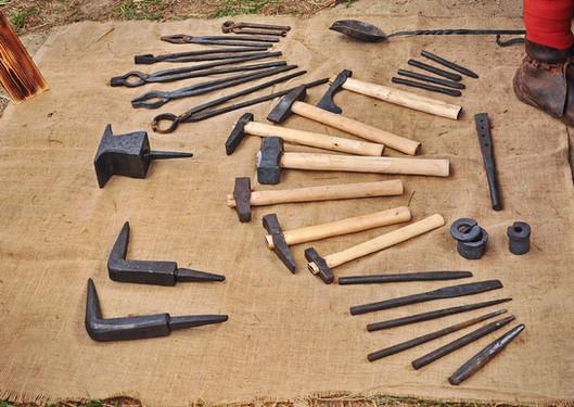 Набор средневековых кузнечных инструментов