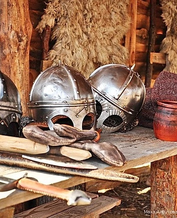 шлемы.jpg