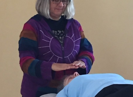 HEALING TOUCH                                            An Integrative Therapy in Outpatient Oncolo