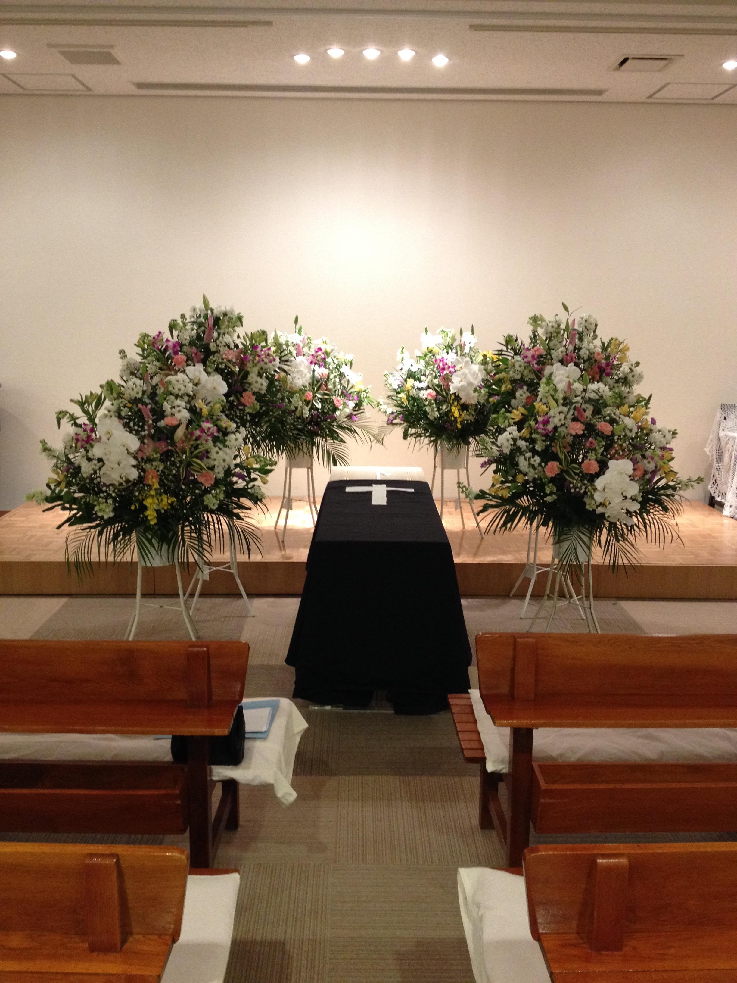 二階の礼拝堂での葬儀式