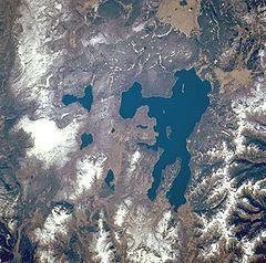 240px-Yellowstone_STS068-247-61 lake center of caldera