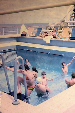 PO Oronsay swimming pool 1971 on creation6000.com