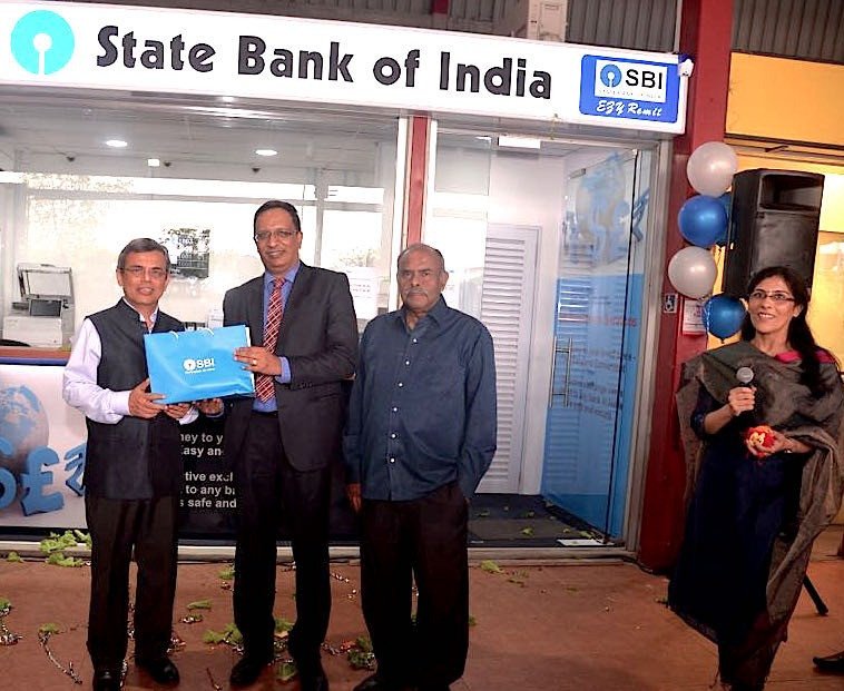H.E. Jawed Ashraf (left), India's High Commissioner to Singapore, Soma Shankara Prasad, SBI's Country Head of Singapore, Ambassador K Kesavapany, former Director of Institute of Southest Asian Studies and Anjana Tandon, SBI's Head of Retail Banking (extreme right) during the opening of SBI's first Remittance Centre in Singapore.