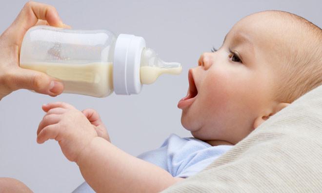 Reflux gastro-œsophagiens chez les nourrissons et les bienfaits de l'ostéopathie