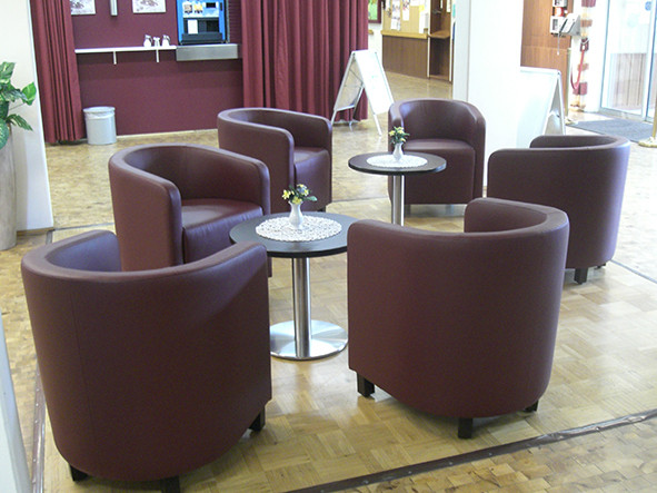 Überall im Haus finden sich Sitzgelegenheiten, um zu entspannen und sich auszutauschen.