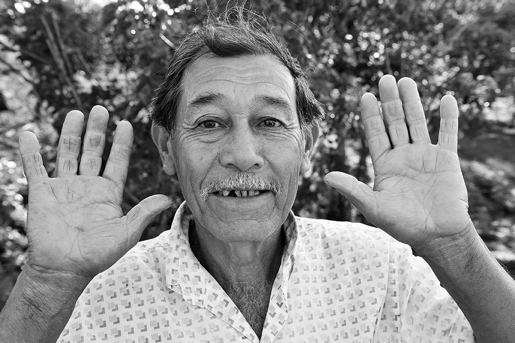 Land hands, Pablo Cersosimo Photo