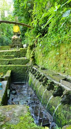 01.06 Pura Beji Temple Across the River_003