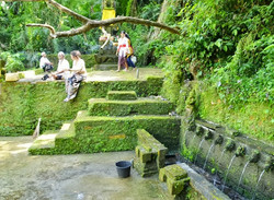 01.06 Pura Beji Temple Across the River_004