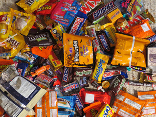 5 Creative Candy-Gorging Alternatives for Your Kids This Halloween
