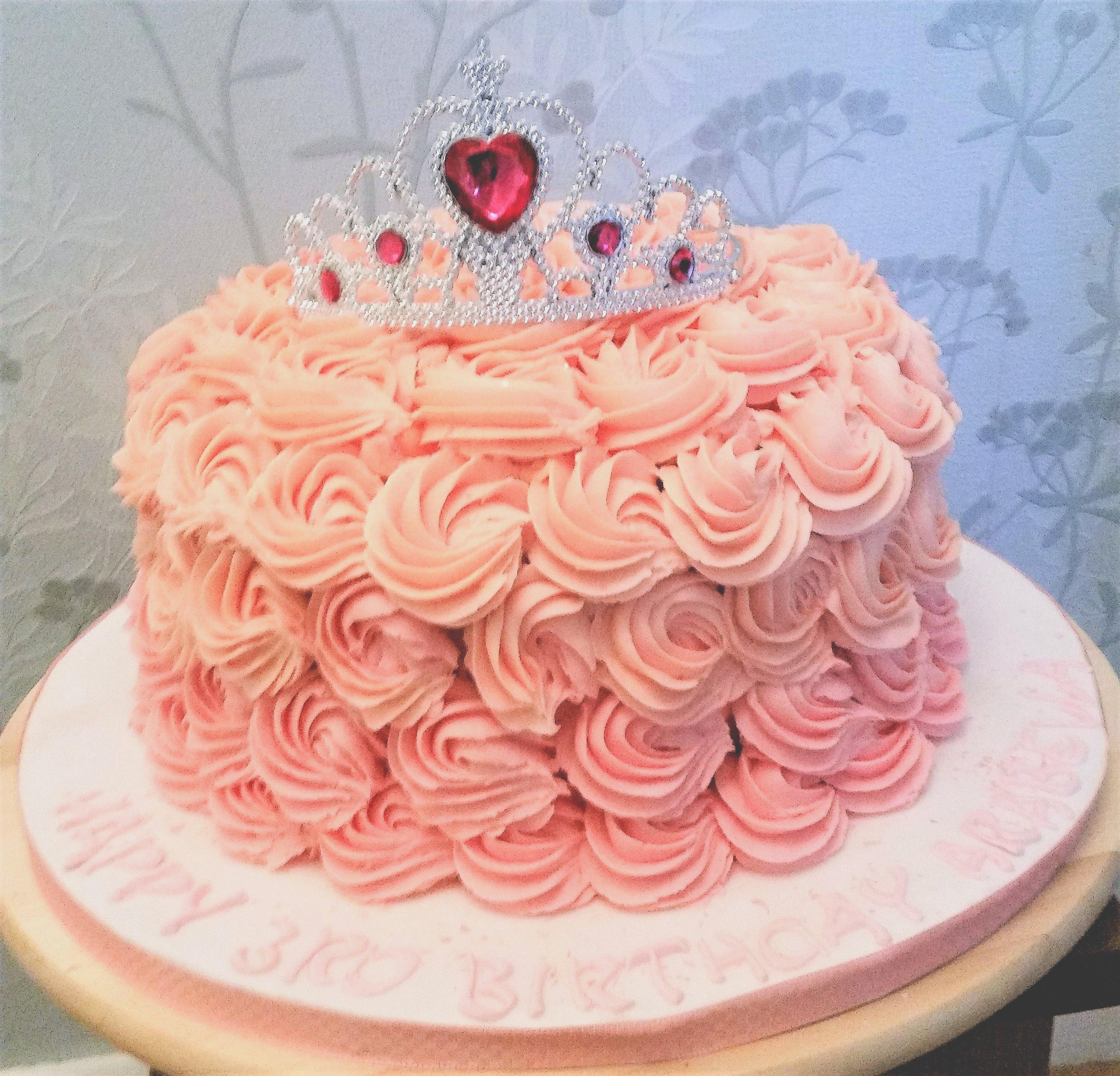 Buttercream-ganache Tiara cake