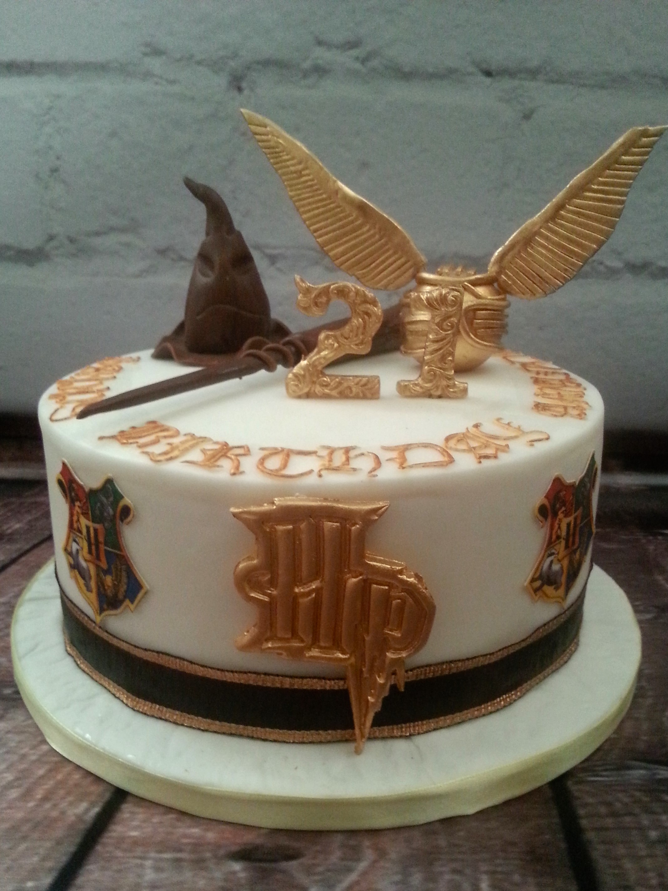Harry Potter themed cake with golden sni