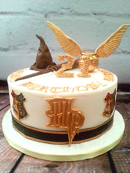 Harry%20Potter%20themed%20cake%20with%20