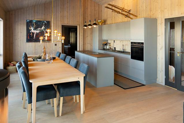 Romslig kjøkken med kvalitetsmøbler fra Skovby