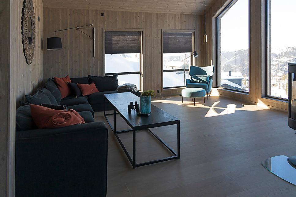 Åpen stue/kjøkken-løsning med god utsikt