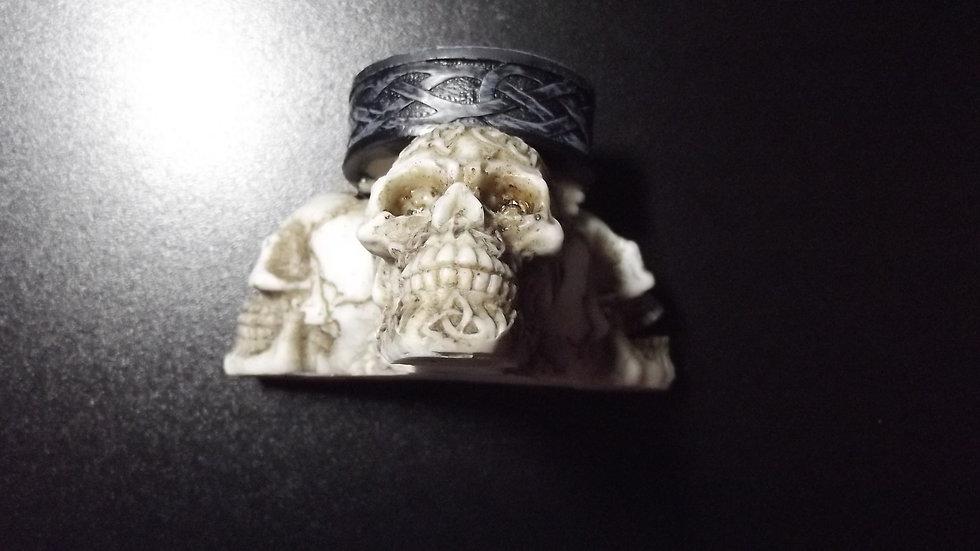 Resin/Wood Skull Tealight Holder   (a)