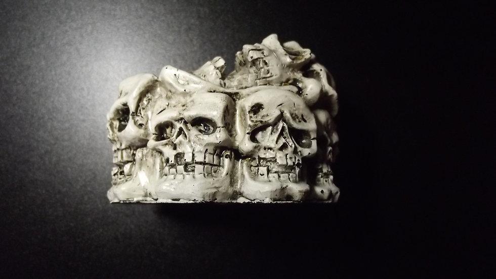 Resin Skulls Ashtray   (c)