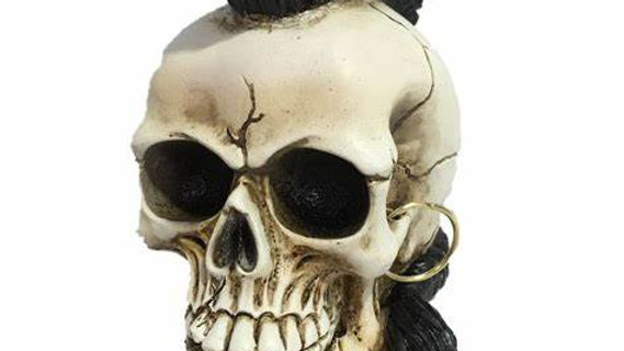 Mohawk/Earring Resin Skull   (c)