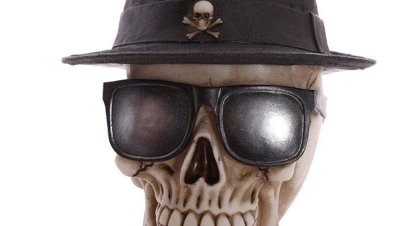 Trilby Resin Skull   (a)