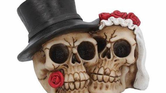 Bride n Groom Resin Skulls   (c)