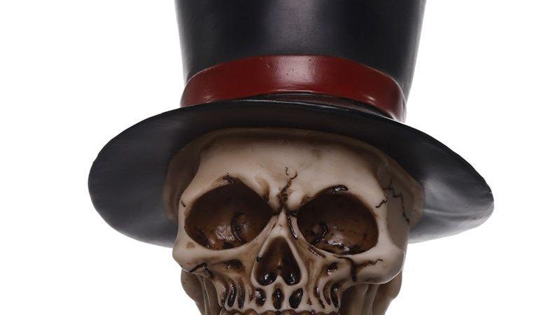 Groom Resin Skull   (c)