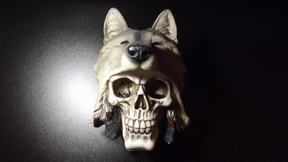 Wolf Head Resin Skull   (a)