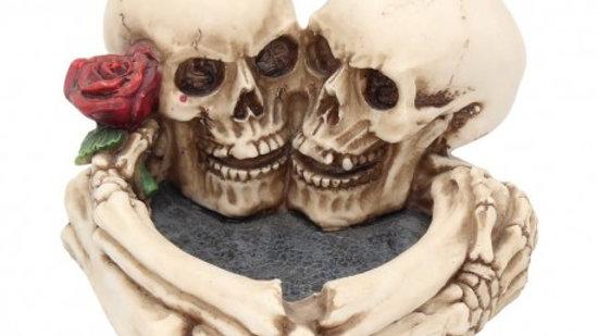 Skulls/Rose Resin Ashtray   (c)