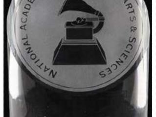 Julio Iglesias põe-se à altura de Sinatra, Elvis ou os Beatles