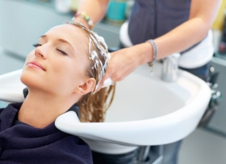 REGENERATING TREATMENTS FOR HAIR IN A HAIRDRESSING SALON